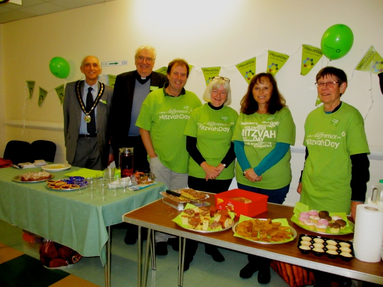 Cllr Malcolm Glass & Revd Owain Bell at Bromsgrove Mitzvah Day 2016.JPG